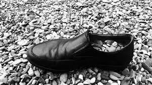des cailloux dans une chaussure