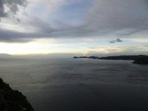 océan depuis une coline